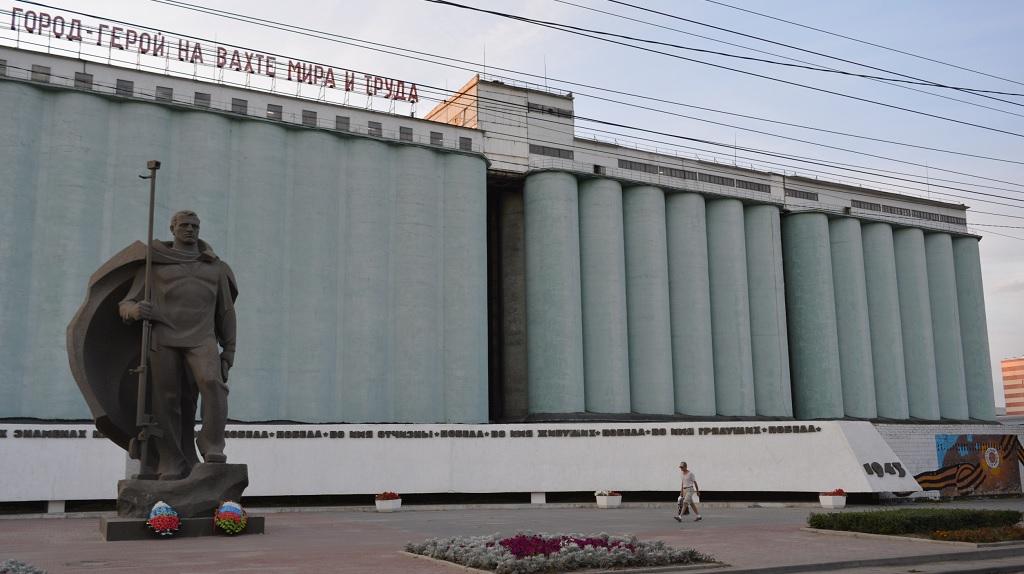 Волгоградский элеватор, памятник морякам-североморцам