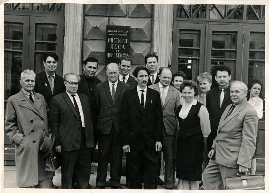 После защиты докторской диссертации коллеги ЦЭПЛ РАН 21 После защиты докторской диссертации коллеги